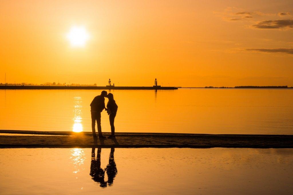 Sunset kiss av Susanne Nilsson